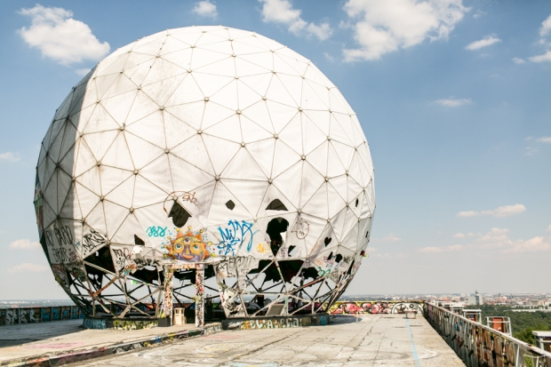 Fran-Burrows-funky-wedding-teufelsberg-Berlin-1