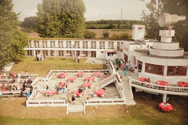 mariage-funky-piscine-abandonnée-plage-de-boran-1