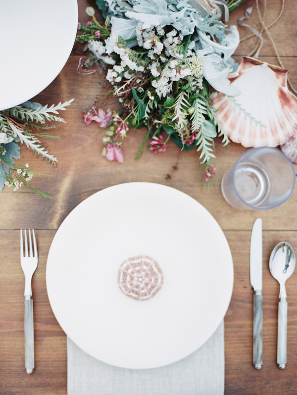 big-sur-reception-table-place-setting-sea-urchin-favor-shell-destination-wedding-dinner