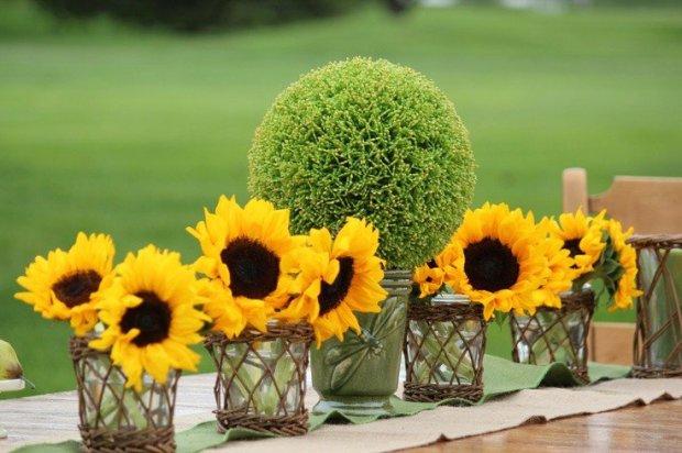 fleur-tournesol-arrangements-boule-verte-chemin-table-vert