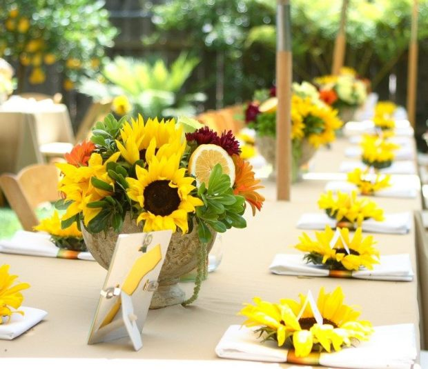 fleur-tournesol-déco-table-arrangements-tournesols-tranches-orange