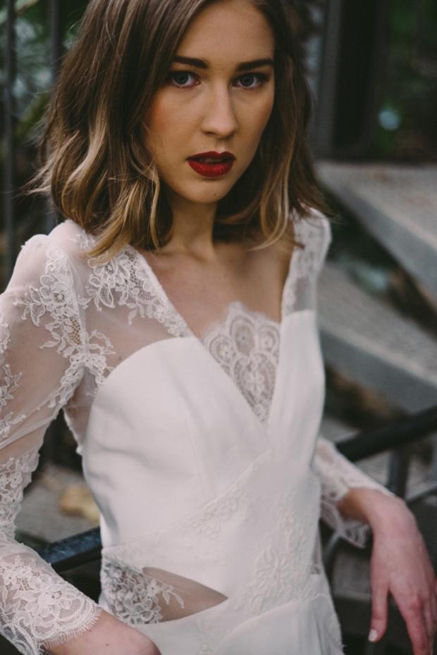 Robe-de-mariee-dentelle-Lyon-Caroline-Takvorian-robe-Juliette-l-Photo-Robin-et-les-super-heros-l-La-Fiancee-du-Panda-blog-mariage