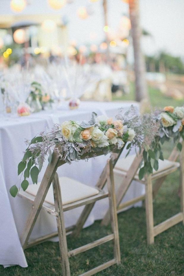 deco-mariage-champetre-chaises-bois-déco-florale-feuilles3.jpg