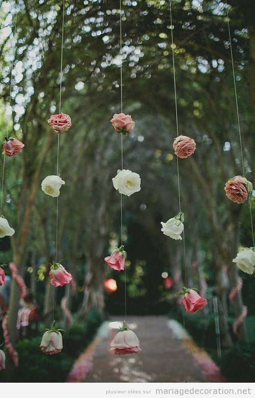 idees-original-decoration-mariage-fleurs-fils-rideau-roses.jpg